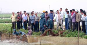 农户到我司标准化养殖基地参观学习
